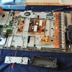 テレビが突然映らなくなり出張修理で基盤交換!作業風景と料金